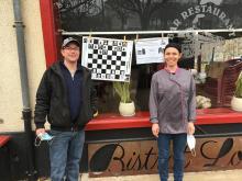 Merci au café restaurant La Loco pour l'affichage de la partie d'échecs